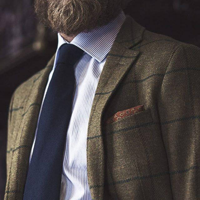 Existen infinidad de tipos de corbata de diferentes anchuras coloreshellip
